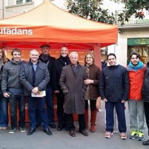 C's Figueres a las puertas del Ayuntamiento